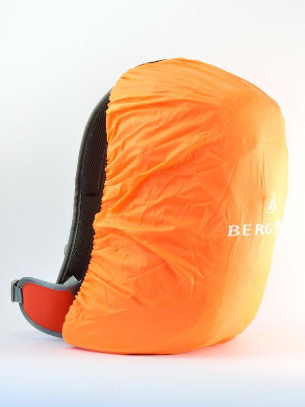 W zestawie pokrowiec przeciwdeszczowy do plecaka Arendal Bergson